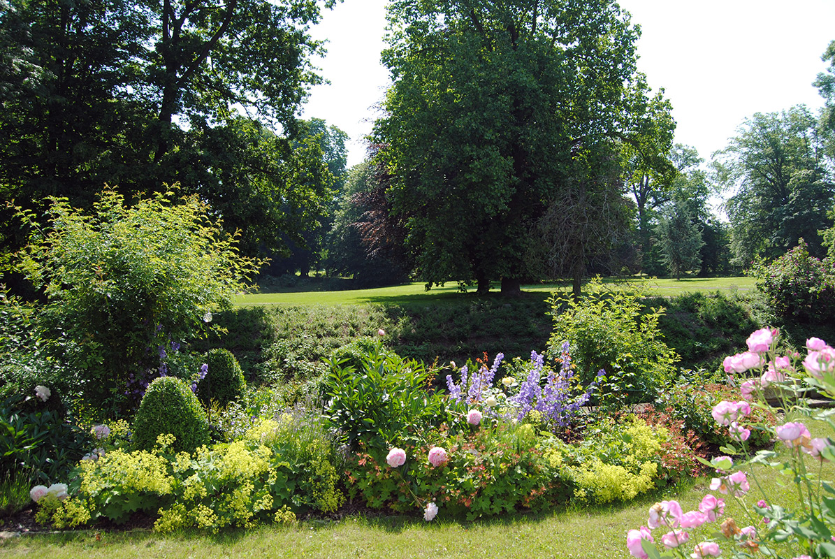 Rittergut Remeringhausen - Blumenpracht im Park
